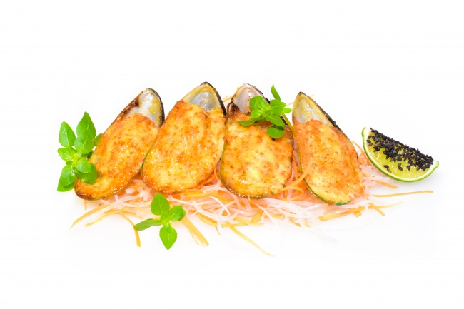 Baked Mussels with spicy sauce